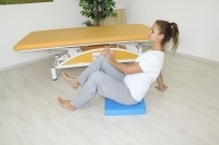 Brunkow - Push up and stabilization against the wrists and heels in sitting position on a balance mat